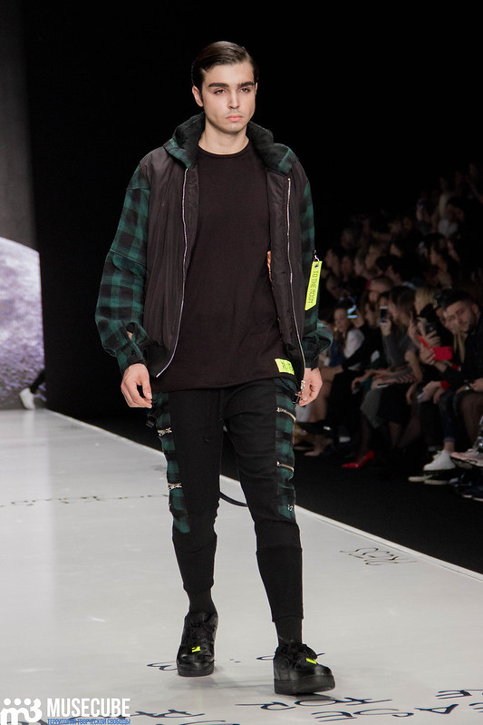 mercedes_benz_fashion_week_black_star_wear_017