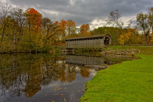 amati alanamati america usa us mi michigan midwest lowell fallsburg covered bridge fall fallcolor autumn landscape rural country river reflection water