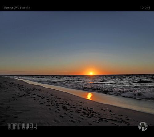 sunset sky sun sea water ocean surf beach coast coastal tomraven aravenimage q42018 olympus em1mk2