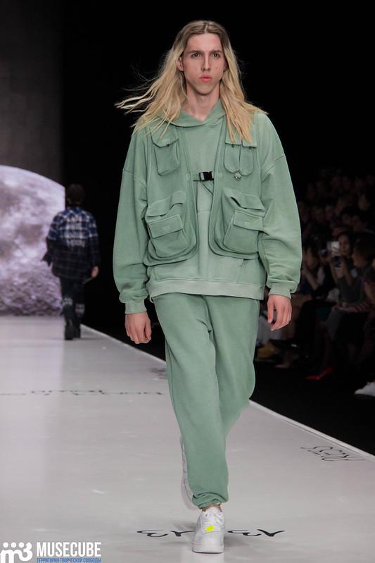 mercedes_benz_fashion_week_black_star_wear_025
