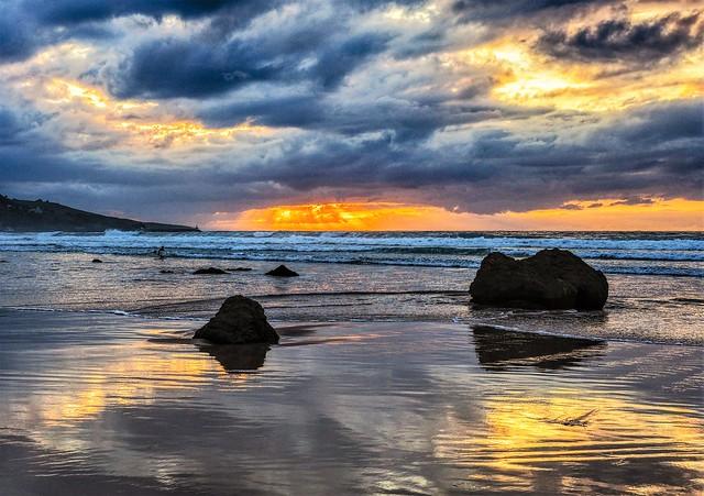 Las rocas, el cielo y el mar.
