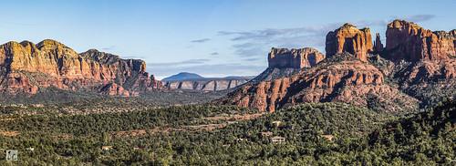 sedona arizona arizonapassages panorama panoramicview mountains peaks valley trees rocks rockformation redrocks sunny sky landscape nature travel scenery