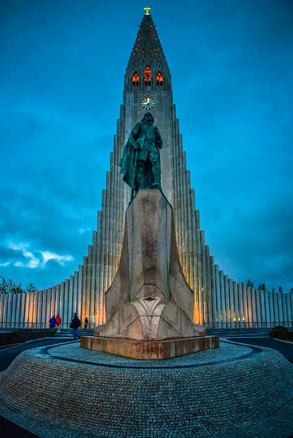 Hallgrimskirkja and Leifur Eiriksson Statue - Reykjavík Iceland at night