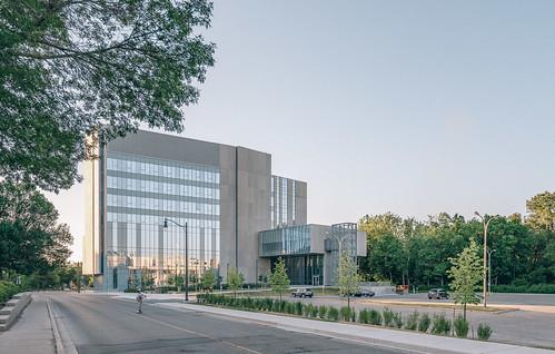 New Modern Interdisciplinary Research Building