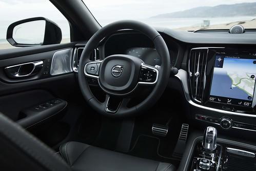 2019_Volvo_S60_Sedan_012 Photo