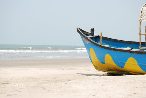Boat on the beach, Mandrem beach, Goa, India | by Paul Mannix