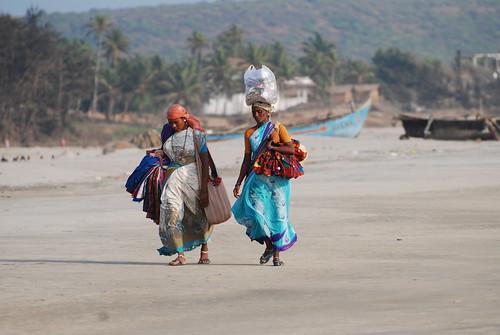 Beach peddlers, Mandrem beach, Goa, India | by Paul Mannix