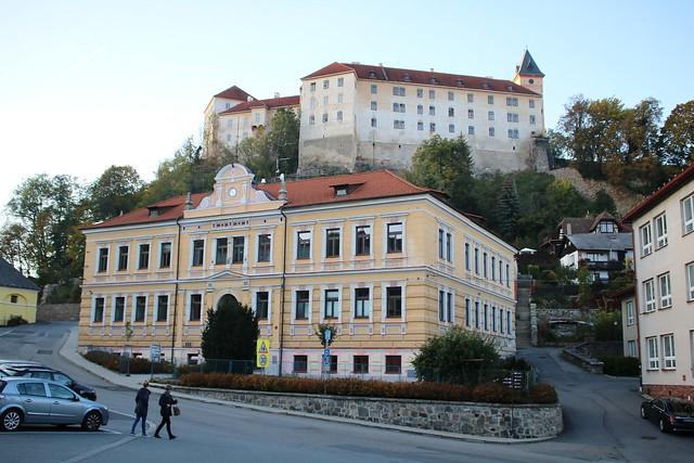 Vimperk - Winterberg: Schloss Vimperk oberhalb des Gymnasiums