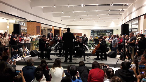 cameraphone samsunggalaxya52016 orquestra shoppingcenter música campinas maestro músicos instrumentosmusicais pessoas faved 2fav 3fav 50view 100view 250view