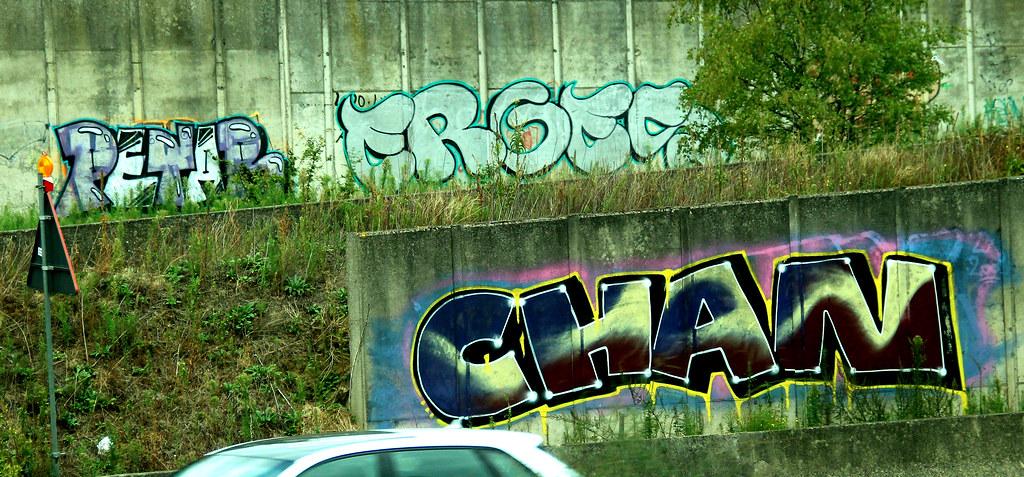 graffiti along highway A19