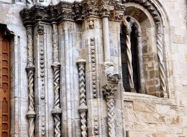 Chiesa di Santa Maria Maggiore - Iniziata nel 1227 (stile borgognone-cistercense) e ampliata nel 1540 - Particolare del portale/ Started in 1227 (Burgundian-Cistercian style) and enlarged in 1540 - Detail of the portal