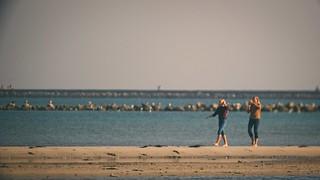 Fehmarn - Frauen am Strand - 5. Oktober 2018 - Schleswig-Holstein - Germany