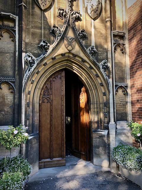 Door, Queen's
