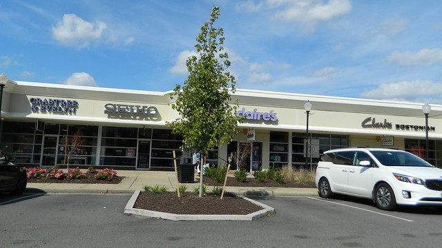 Williamsburg Premium Outlets stores