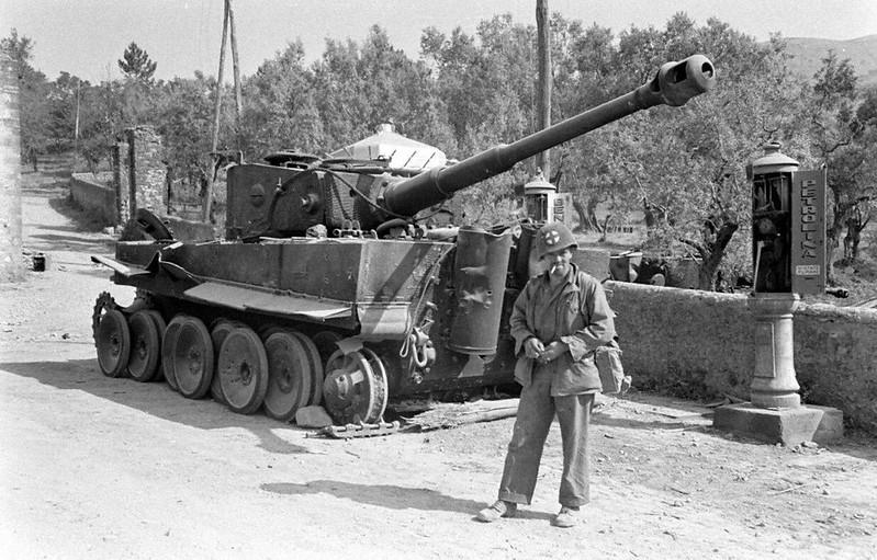 """K.O. tank """"Tiger""""in Italy"""
