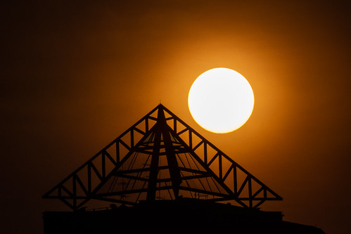 sun pyramid silhouette singapore sunrise orange structure sony sonyrx10iv