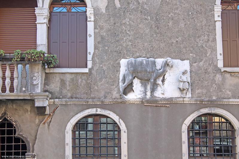 Casa del Cammello, leggende del sestiere Cannaregio