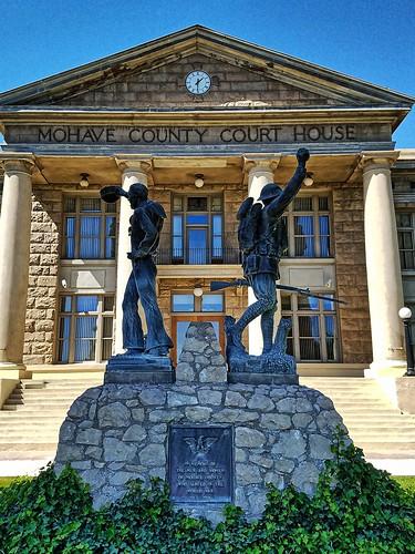 arizona mohavecounty kingman usccazmohave us66 route66 courthouses courthouse countycourthouse outsideart sculpture nationalregister nationalregisterofhistoricplaces emviquesney