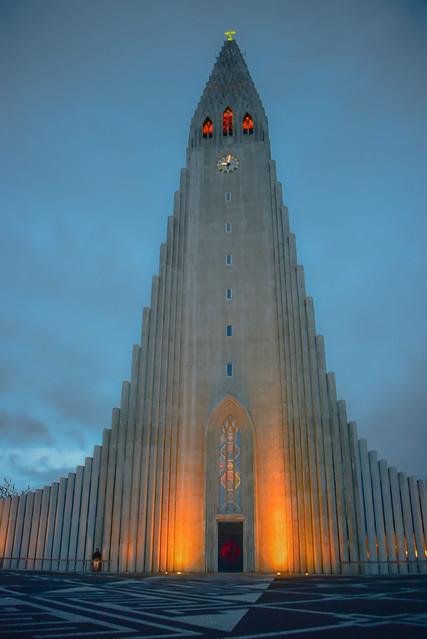Hallgrimskirkja - Reykjavík Iceland at night