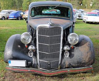 1935 Ford 48 Tudor Sedan