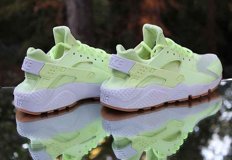 detailed pictures 6fd35 7d1d1 Nike Air Huarache Run Women s Barely Volt Gum 634835-702 Size 7.5