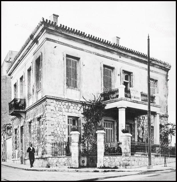 Οικία Καλιμασιώτη (κατεδαφισμένη), βρισκόταν στη συμβολή της ακτής Ναύρχου Παύλου Κουντουριώτου 29 με την οδό Ουΐλσωνος, Καστέλλα, Πειραιάς.