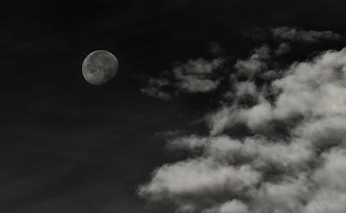 october 2018 moon cloudsstormssunsetssunrises monochrome blackandwhite bw sandy utah lightroomcc sonyilce9 fe70200mmf28 gmoss2x alvinharp