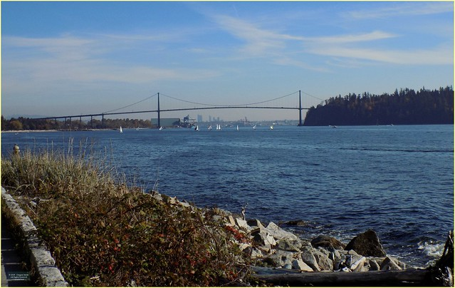 Dundarave Seawalk Bridge BC18j26