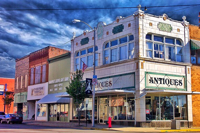 Van Wert -  Ohio - Former Montgomery Ward Department Store - Antiques