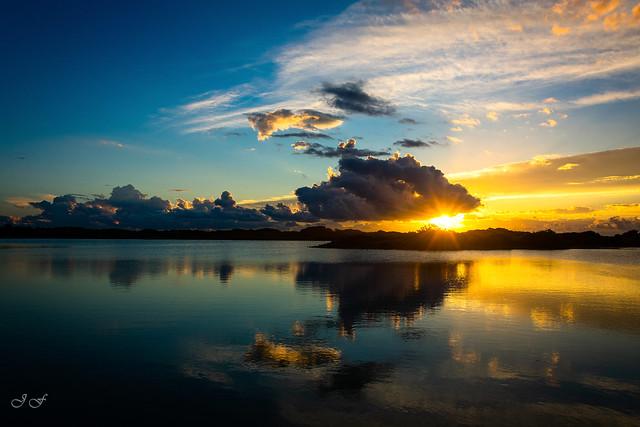 Reflejos al amanecer en la Albufera