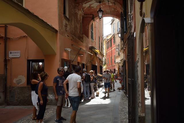 DSC_8110_4875. Laigueglia -Narrow street of the historical center. - Caruggio del centro storico.