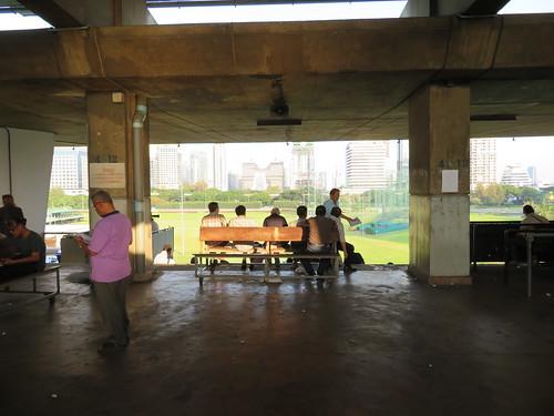 ロイヤルバンコクスポーツクラブ4階のベンチ