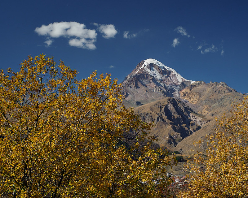 Autumn on Mkinvartsveri/Kazbek (5047m)