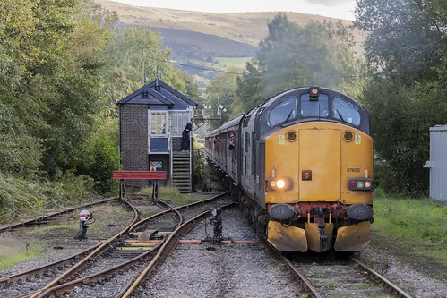 trains railways railroads pantyffynon carmarthenshire wales cymru uk 37605 unitedkingdom greatbritain class37 blue locomotives engines sugarloadmountaineer pathfindertours railtour excursion 23september 2018 birminghamnewsttobynea locohauled special signaller signalbox signalman photos photography photographs pictures images stock viewof jeremysegrott geotagged flickr canon 80d camera forwebsite forwebpage forblog forpowerpoint forpresentation