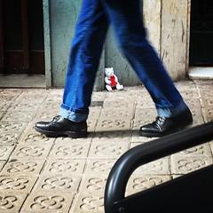 Pasos #barcelona #pasos #osito #street #piernas #steps #moment #walk #streetphotography_color #iphone6s #iphone