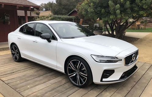 2019_Volvo_S60_Sedan_007 Photo