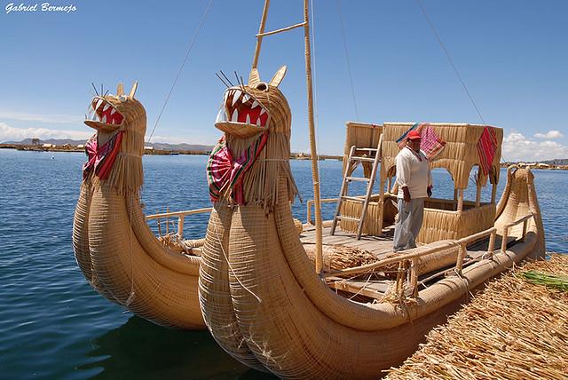 Dragones de totora - Lago Titicaca