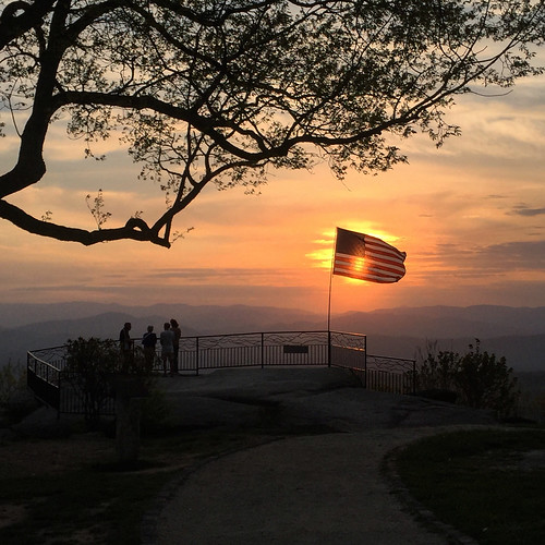 blueridgemountains sunset jumpoffrock northcarolina usflag hendersonvillenc laurelparknc