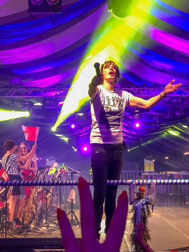 Mickie Krause fordert Publikum auf mitzusingen   by verchmarco