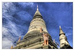 Phnom Penh K - Wat Phnom great Stupa 03