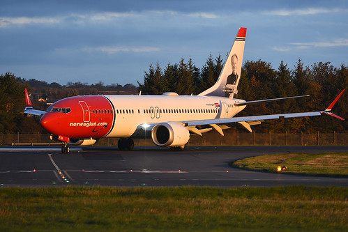 eifya boeing b737 max 8 b737max b7378 norwegianinternational d8 ibk edinburgh airport edi egph scotland aviation airliner aircraft airplane plane image markp51 nikon d7200 nikon70200f4vr sunshine sunny goldenhour sunrise