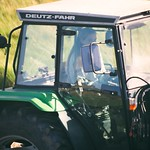 2018:10:01 14:12:46 - Girl on Deutz-Fahr
