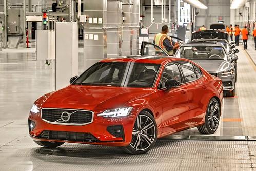 2019_Volvo_S60_Sedan_026 Photo