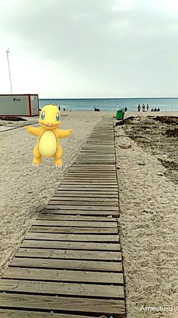 Charmander shiny en la playa