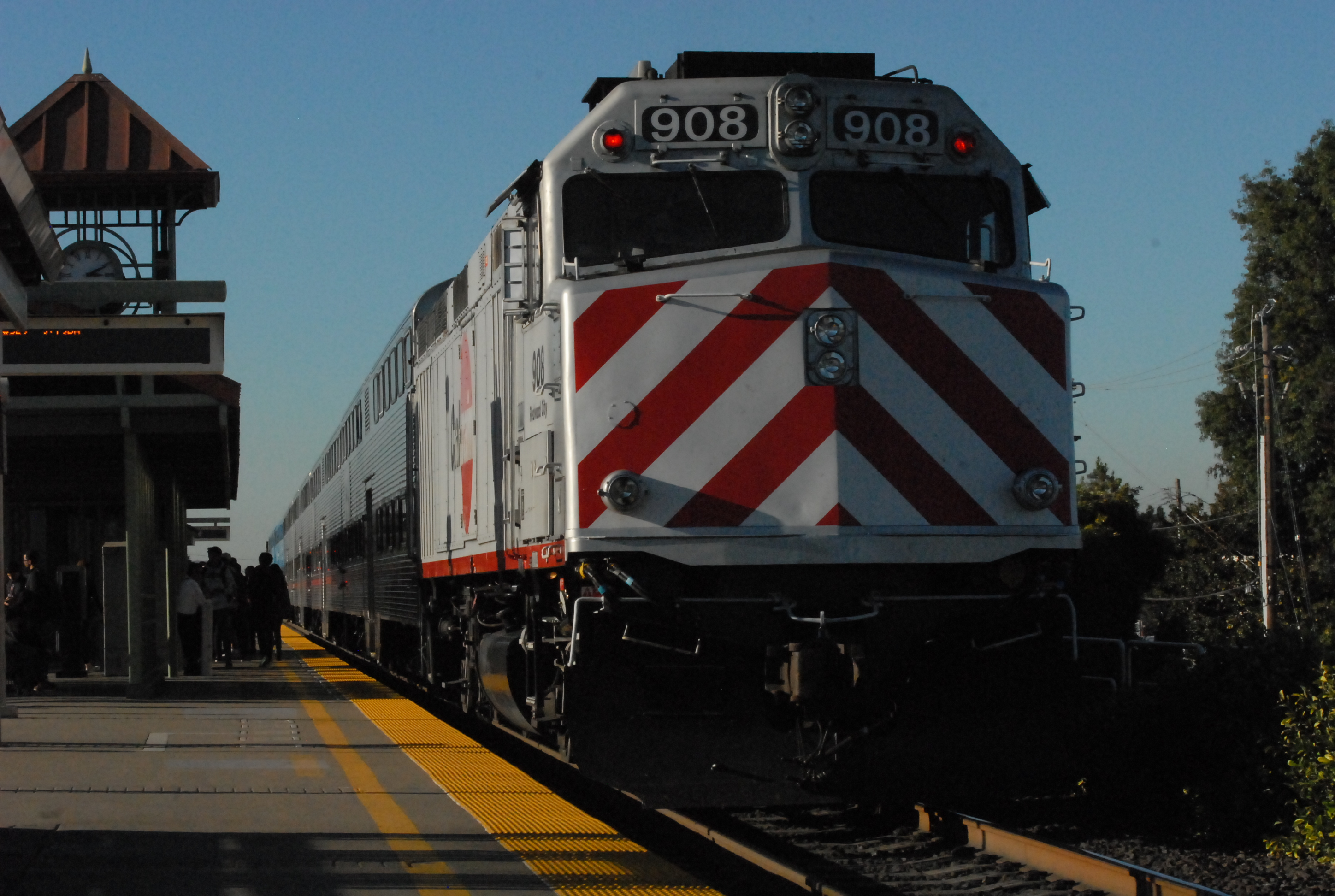 Caltrain locomotive unit 908, Redwood City, acting as a trailer on a northbound trip at Belmont Station