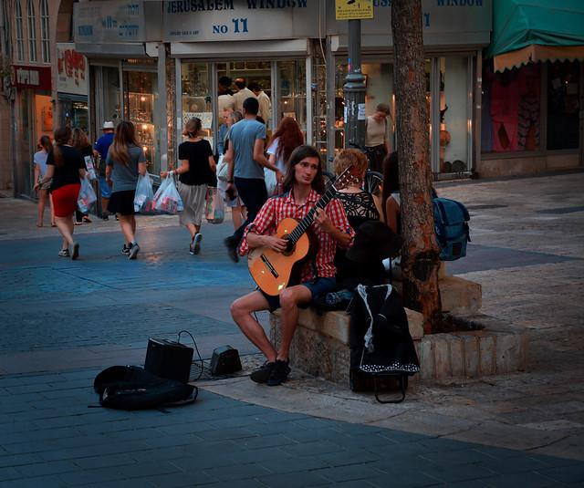 Jerusalem / Shamai Street / Guitar-player