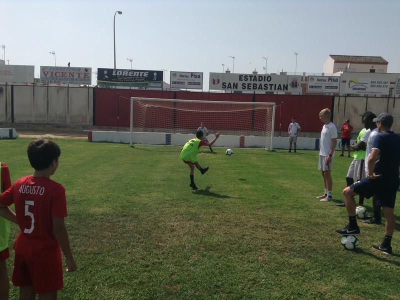 Norwich City community work with Puebla CF U12s (10)