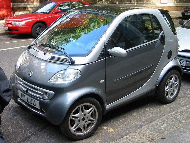 Mercedes Smart Car >> Mercedes Smart Car In London On A Residential Street In Ce Flickr