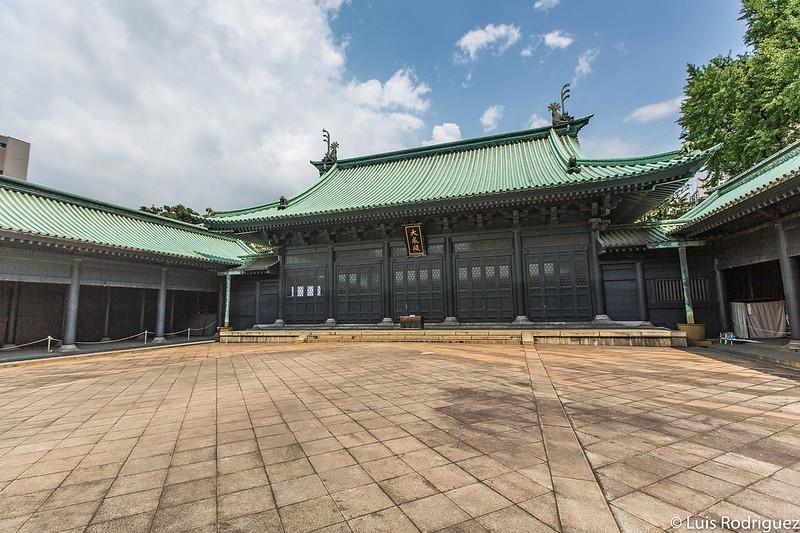 Patio central y salón principal del templo Yushima Seido