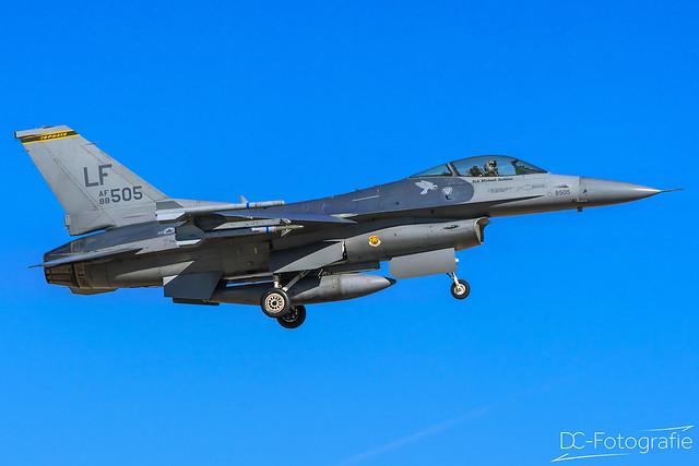 US Air Force General Dynamis F-16CG - Night Falcon - 88-0505